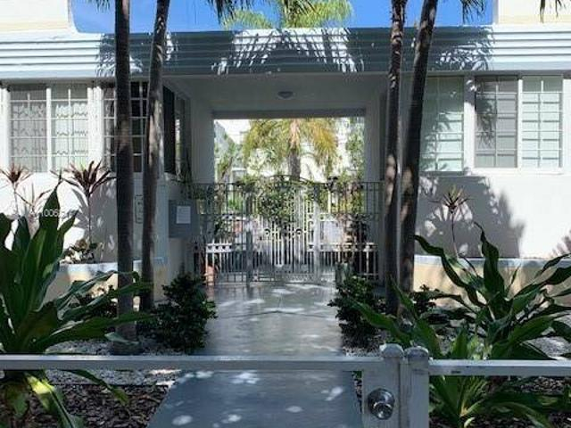 Impecable! Hard To Find In South Beach A One Story Villa, Very Private With Only 10 Units