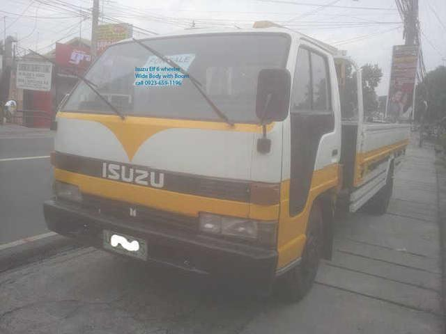 Isuzu elf 6 wheeler wide body with boom 2 tons boom