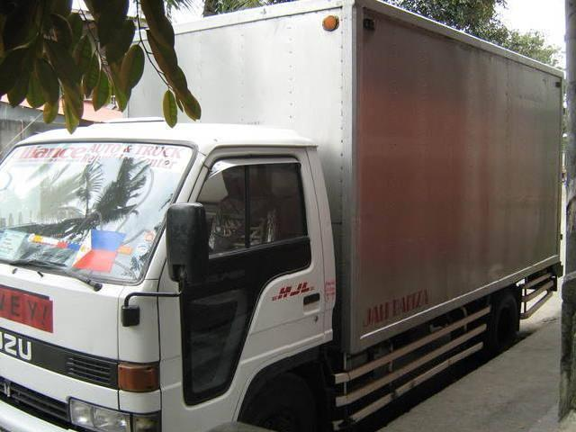 Izusu closed van 6 wheller rush for sale