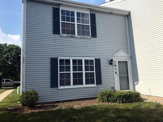 Joliet 1.5 Ba, Nice Two Br Townhouse With 2 1/2 Car Heated