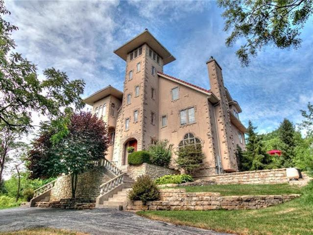 Kcmo Six Br 4.5 Ba, This Secluded Property On 6.77 Acres