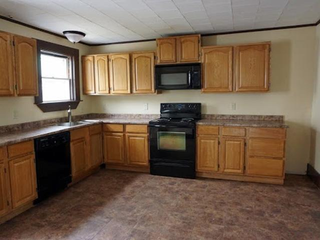 Keene Six Br Three Ba, Large 2 Family Home With 2 Car Garage On