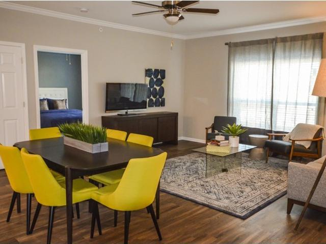 Kinsley Forest Luxury Apartments 1 Bedroom Apartment For Rent At 5400 N Summit St, Kansas ...