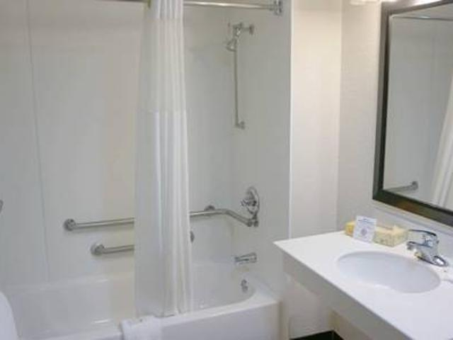 Kitchenettes And Studios, Sparkling Swimming Pool, Full Bath