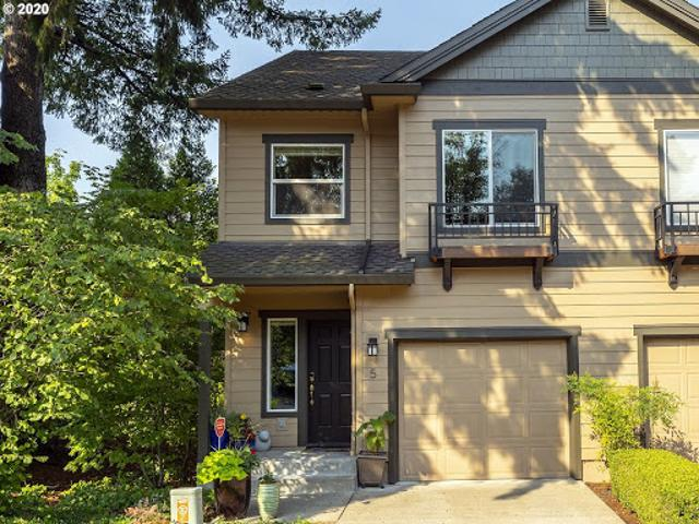 Lake Oswego Two Br 2.5 Ba, Welcome To This Upscale Remodeled