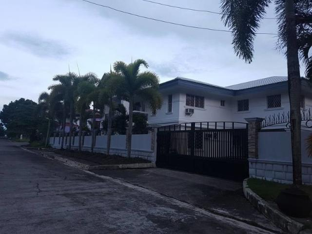 Large Modern White House For Sale