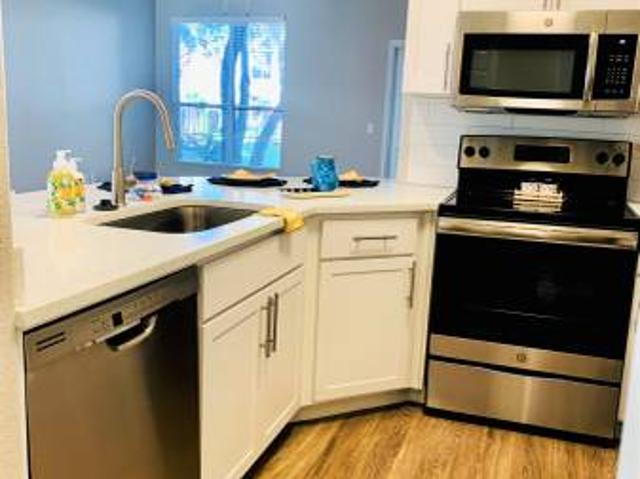 Large Renovated 2 Bedroom Available Now Chandler