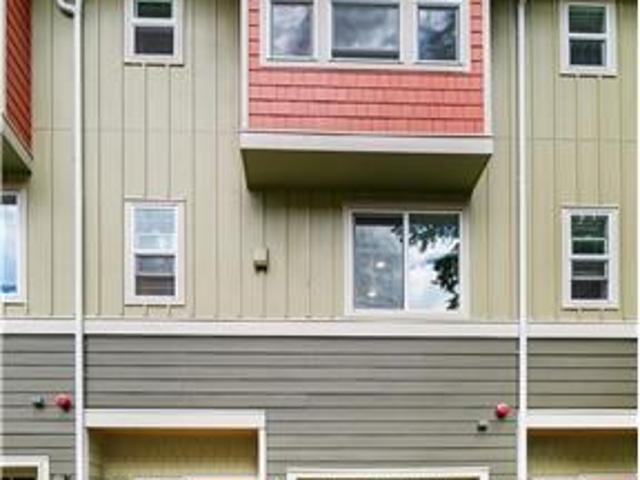 Large Townhouse In The Heart Of Sammamish