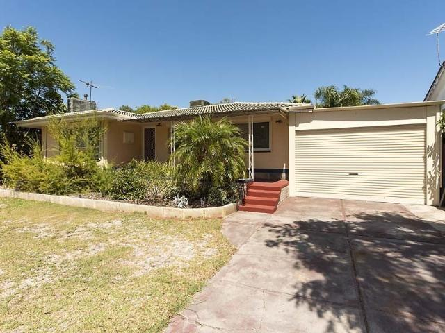 Cosy Home With Pool Close To Amenities!