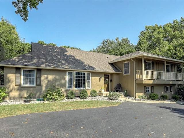 Leawood Four Br 3.5 Ba, Luxury In! Completely Updated With Large