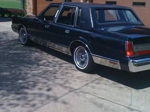 Lincoln Town Car In Blue Used Lincoln Town Blue 1988 Mitula Cars