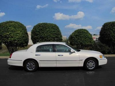 Lincoln Town Car In Pearl Used Lincoln Town Pearl White Mitula Cars