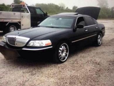 https://imganuncios.mitula.net/lincoln_town_car_2003_2003_lincoln_town_car_signature_2000003507138892642.jpg