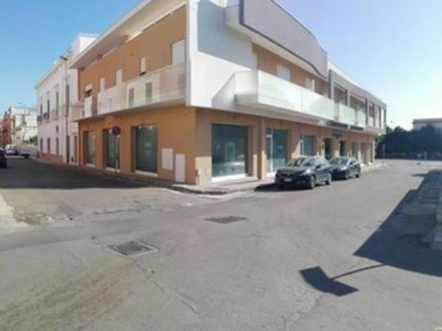 Locale Commerciale In Affitto Matino Le
