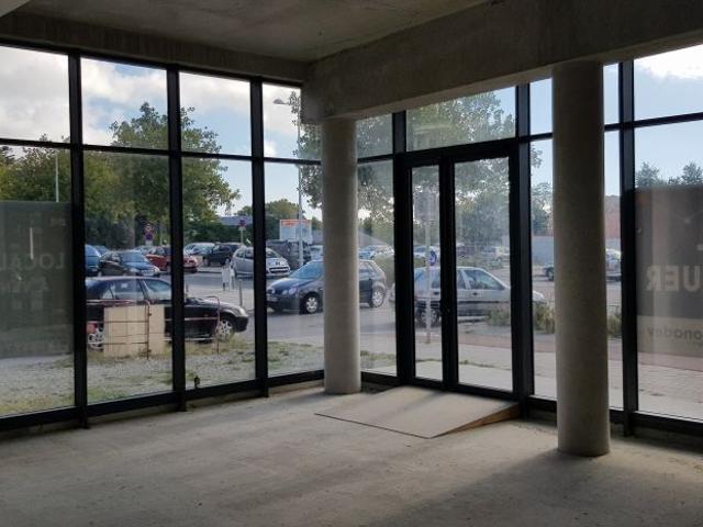 Location Local Commercial 143 M² Non Divisibles