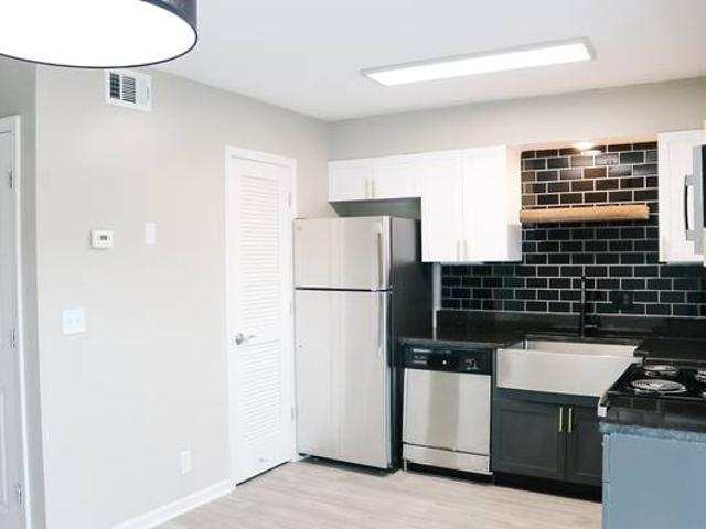 Lovely 2 Bedroom Apartment Waiting For You To Make It Home 1510 Huntington Dr. Murfreesbor...