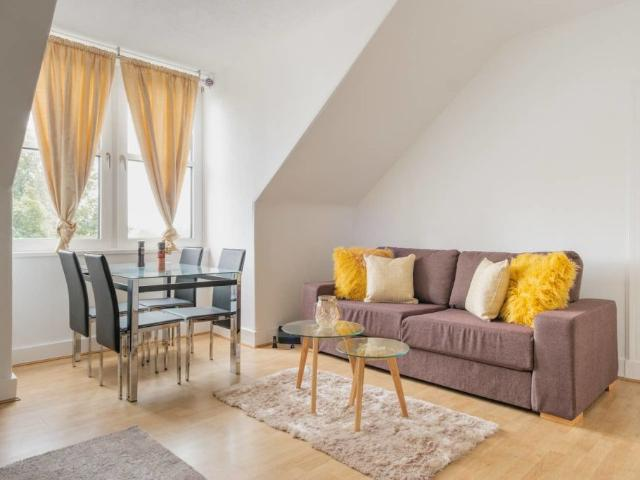 Lovely And Central 2 Bedroom Flat, Centrally Located