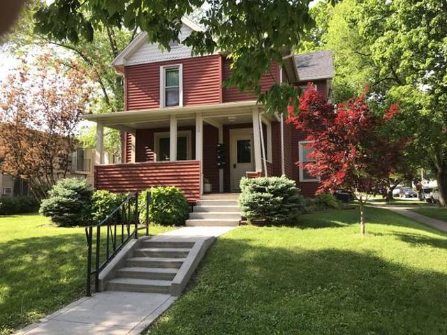 Lovely Sunny One Bed Apt, Available June 1 For Lease Iowa City