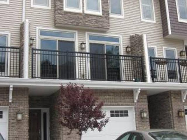 Lux. Furn.condo 8 Min.walk To Nd. Avail7122 9 Burdette And Vaness Sts