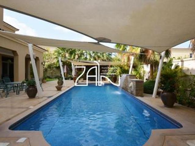 Luxurious Executive 5 Br Villa With Private Pool