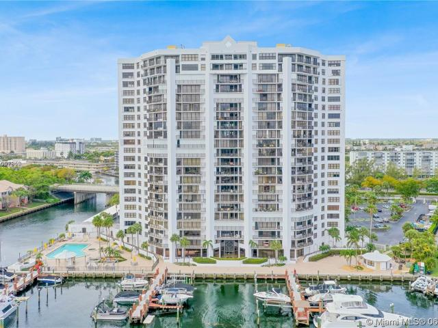 Luxury Apartment Complex For Rent In Hallandale, United States