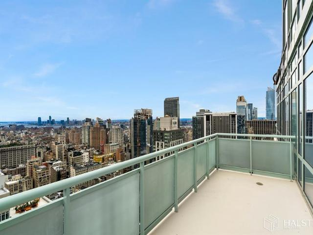 Luxury Flat For Sale In New York, United States