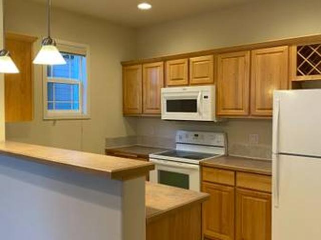 Luxury Living W High Ceilings, Double Patio, A Spacious Kitchen Kennewick