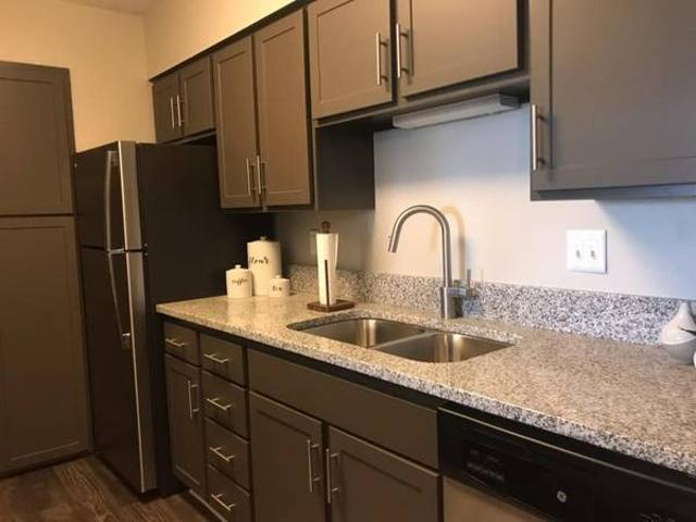 Luxury Townhouse Sublet 1 Month Free Rent Bloomington
