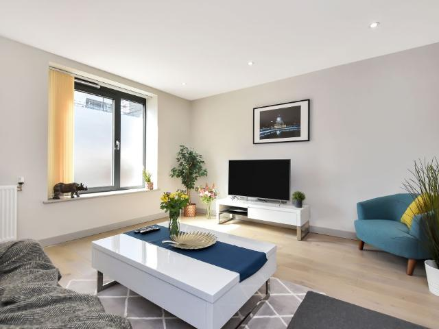 Luxury Two Bed Maisonette Apartment In Ealing
