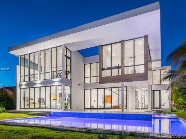 Luxury Villa For Rent In Hallandale, United States