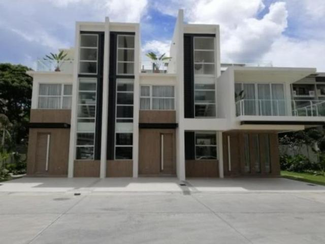 M Residences, Aerin Townhouse For Sale In Mahogany Place 3, Acacia Estates, Taguig City