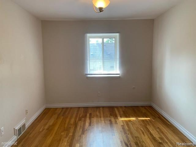 Marshall Place Apartments 1 Bedroom Apartment For Rent At 455 W Marshall St, Ferndale, Mi ...