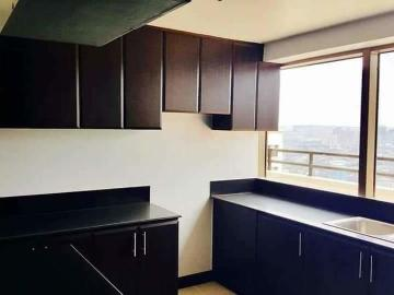 2 Bedroom With Balcony In Bgc The Rochester Gardens 10 Dp Move