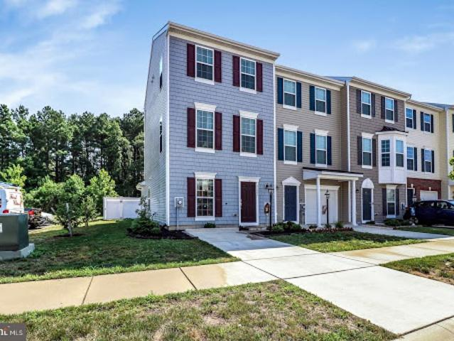 Millsboro Three Br Three Ba, End Unit Townhouse With Views Of Be
