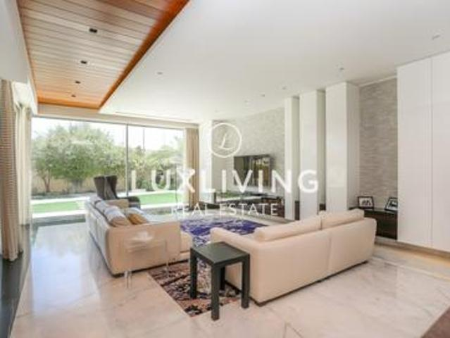 Modern   Fully Upgraded And Extended   Private
