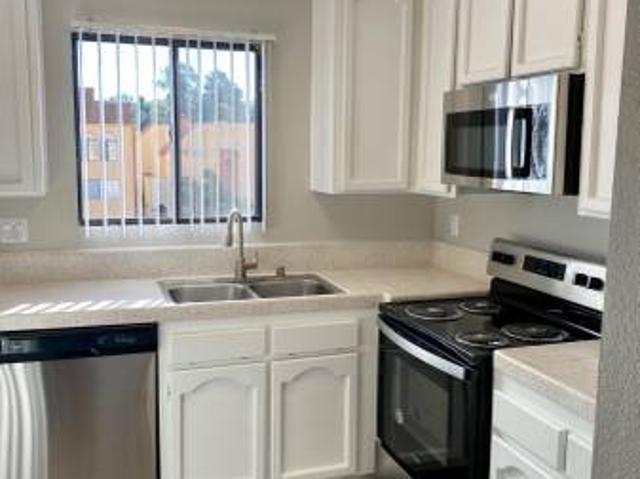 Modern Upgrades, In Unit Laundry, Walk In Closet, And Much More Bonitarancho Del Rey East ...