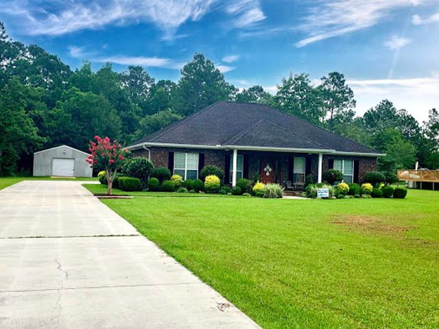 Moss Point Three Br Two Ba, Beautiful East Central Home On 2.28