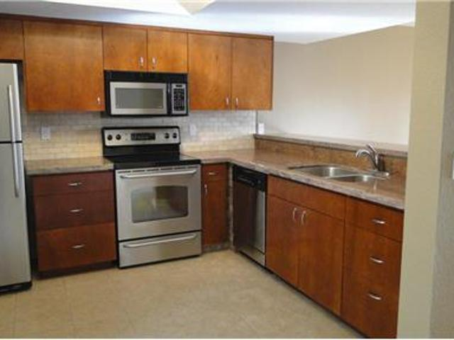 Move In/fully Upgraded Townhome