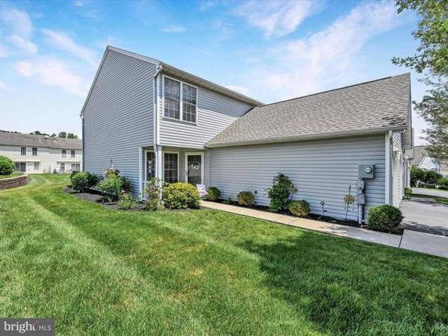 Move Right In And Enjoy This 2 Bedroom, 2.5 Etters
