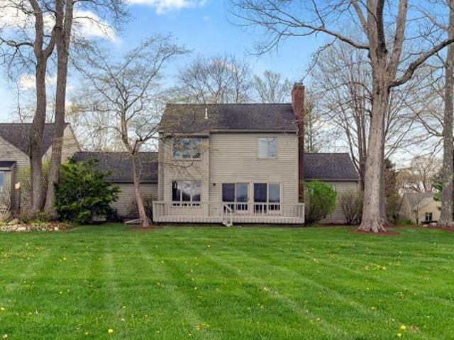 Natick Two Ba, This Three Br South Townhouse Has A Sprawling
