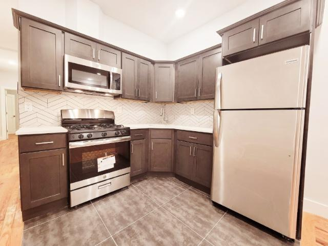 New York City Style Living 3 Bed And 2 Bath Apt