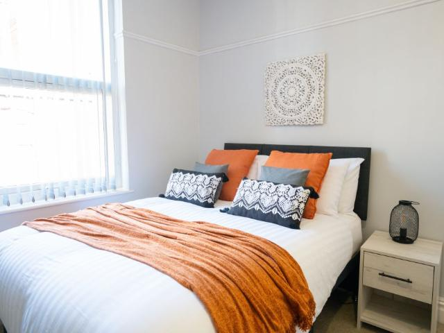 Newly Decorated Five Bed House In Armley