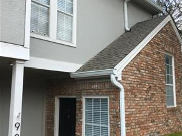 Newly Renovated Addison Condo With Attached Garage