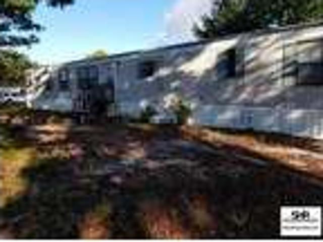 Nice Mobile Home On A Corner Lot, Parking In Drive Only