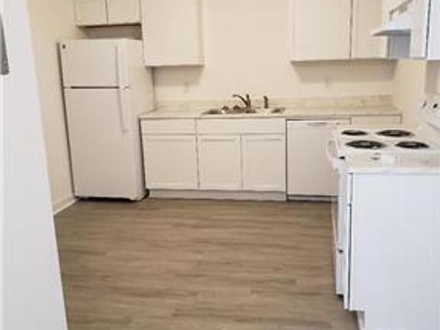 One Br Downstairs Duplex In Park Circle