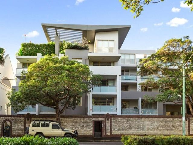 One For The Sports Lovers Ultimate Entertainer's Terrace On The Doorstep Of Sydney's Newes...