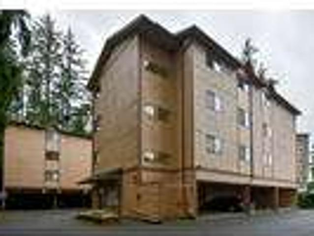 One Month Free Rent! Large 2bd, New Floors, W/d, Parking & Storage Incl