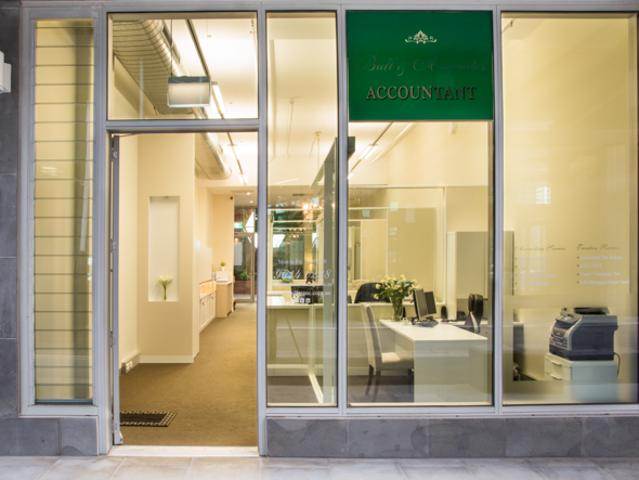 Outstanding Professional Office With First Class Fitout