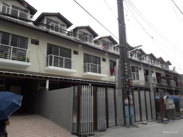 Pasay Big 4 Rooms Store, Storage, Office, Staff House Building Fo