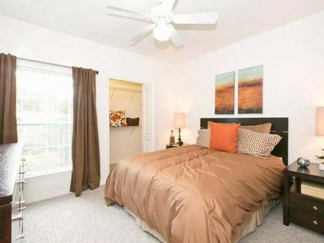 Perfect Location, Walk In Closets, Ceiling Fans Port St. Lucie